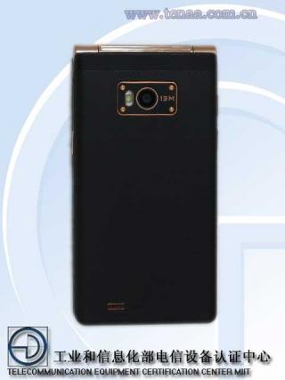 Gionee представила первый в мире смартфон с двумя дисплеями