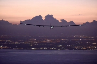 Самолет на солнечных батареях Solar Impulse 2 совершил свой первый полет