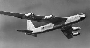 B-52 Stratofortress и всё его снаряжение на одном фото