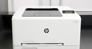 Видеообзор принтера HP Color LaserJet Pro M252n: функциональность и компактность