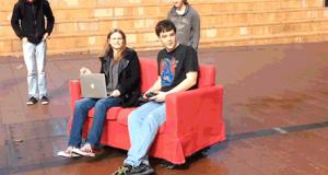 Студенты создали диван-робот и добираются им на пары