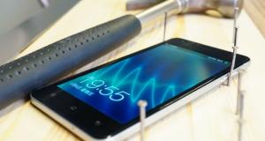 Самый тонкий смартфон вместо молотка - забиваем гвозди!