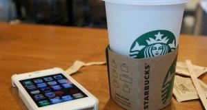 Starbucks внедряет беспроводные зарядки в свои кофейни