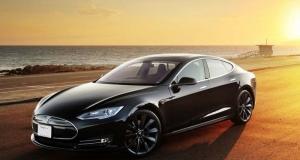 Владельцы Tesla Model S смогут использовать смартфон вместо ключа зажигания