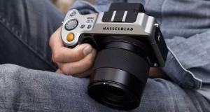Hasselblad представила первую в мире среднеформатную беззеркальную камеру