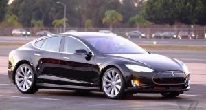За рулем Tesla Model S D: как работает двойной двигатель и автопилот