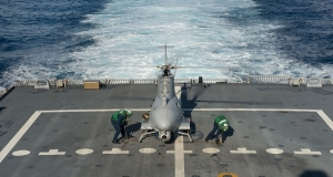 ВМС США тестируют новый вариант дрона Fire Scout для кораблей типа LCS