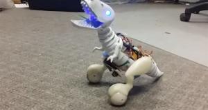 Робот-динозавр Boomer заменит настоящего домашнего питомца