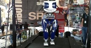 Ультраэффективный робот имитирует человеческую походку