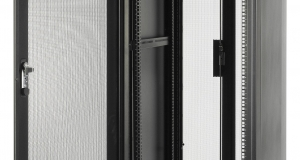 Новые стойки и шкафы APC NetShelter SV для современных ИТ-сред