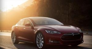 Tesla представила новый суперкар Model S D с феноменальным автопилотом