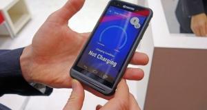 Kyocera представила смартфон з вбудованою в екран сонячною панеллю