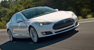 Видео дня: реакция женщин на ускорение внутри электромобиля Tesla Model S P85D