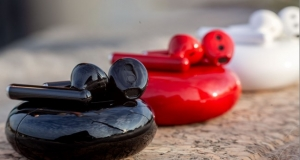 Бездротові навушники FreeBuds 3 у червоному кольорі до Дня святого Валентина