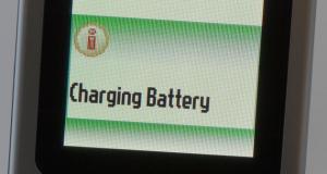 Алюминиевая батарея Университета Стэнфорда может полностью зарядиться за одну минуту