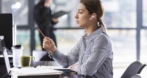 Huawei оголосила старт продажів безпровідних навушників Freebuds