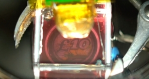 Прорив у нанотехнологіях: вчені створили оборотне «рідке дзеркало» (відео)