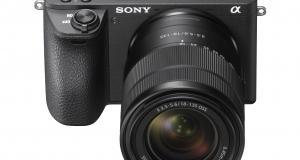 Универсальный комплект Sony α6500 с зум-объективом E 18-135mm