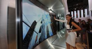"""Samsung представила 105"""" телевизор с изогнутым дисплеем"""