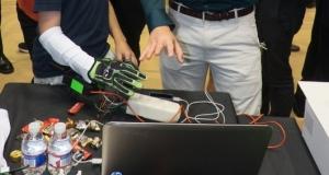 Тактильная перчатка позволит геймерам ощущать виртуальные объекты