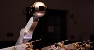 Робот Шимон, який створює музику та має свій власний стиль