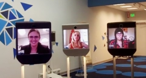 """Эти роботы буквально продают сами себя или современные """"Суррогаты"""""""