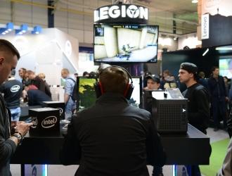 Lenovo на CEE 2019: крута гейм-зона із інсталяціями та дівчиною ді-джеєм
