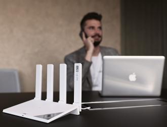 Провідник в еру Wi-Fi 6: огляд розумного маршрутизатора Huawei WiFi AX3