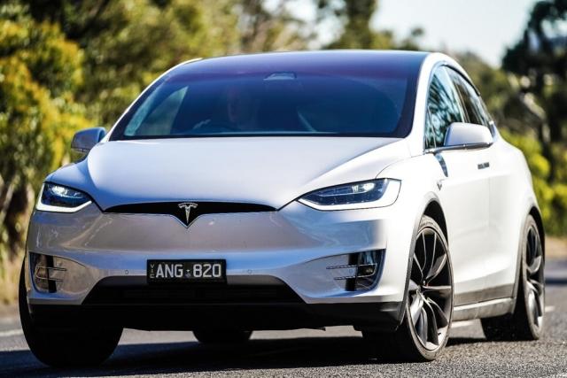 Електричний сімейний кросовер Tesla Model X P100D – іспит на практичність