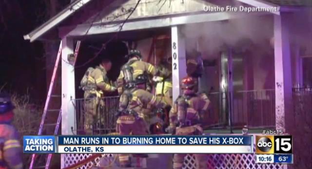 Мужчина вернулся в догорающий дом, чтобы спасти Xbox
