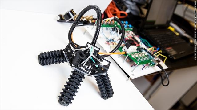 На 3D-принтері надрукували робота, який може виконувати рятувальні місії (відео)