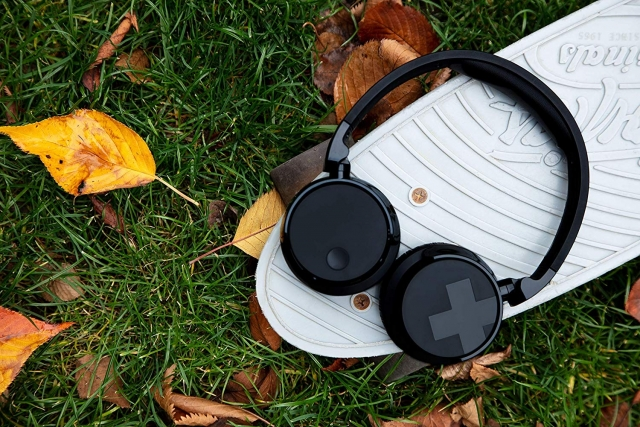 Навушники Philips TABH305BK: відчуй безперешкодно кожен музичний ритм!