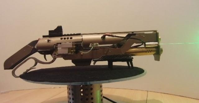 Самодельное ружье в стиле Fallout, стреляющее затычками для ушей