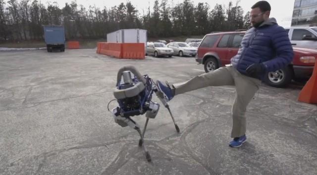 Новый робот Spot от Boston Dynamics сам встает после падения