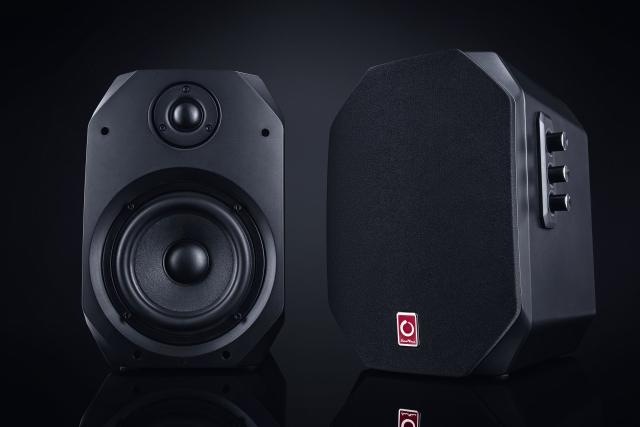 Могутня сила звучання колонок X1 та X3 від MicroLab