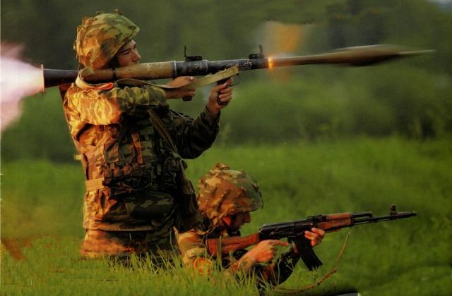 На стрельбище: средства индивидуальной защиты и правила безопасности в обращении с оружием