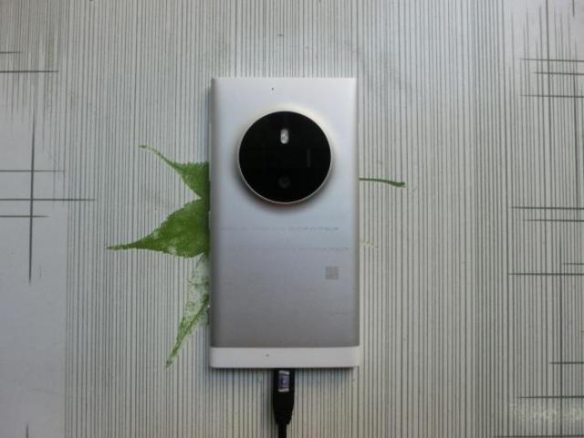 Первый взгляд на Lumia 1052, преемника камерофона Lumia 1020
