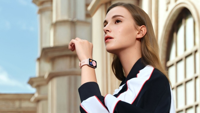 Huawei анонсує початок продажів фітнес-годинника Huawei Watch Fit