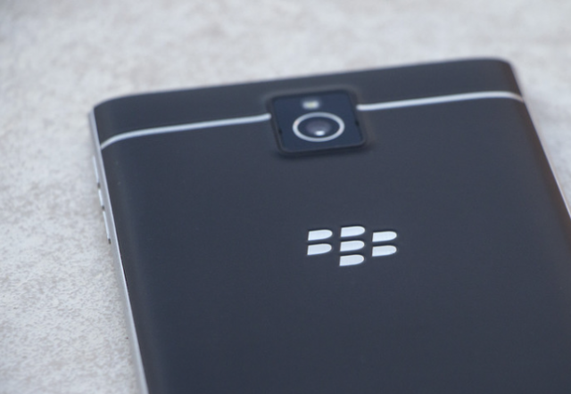 Простой способ разобрать новенький BlackBerry Passport