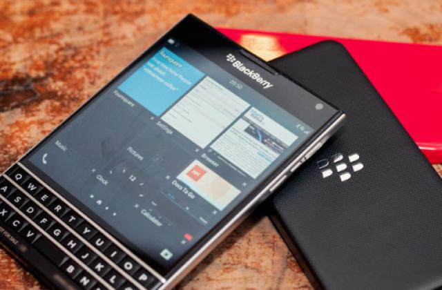 Смартфон BlackBerry Passport показался в новой фотоподборке