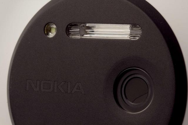 Первое официальное фото: Nokia Lumia 830 действительно существует