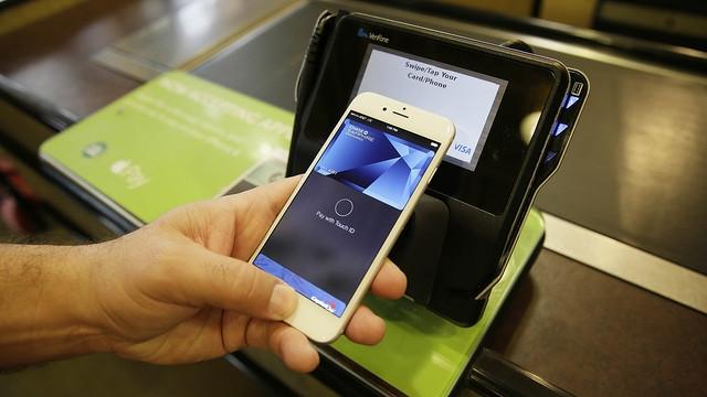Apple Pay оказалась простой и надежной системой мобильных платежей