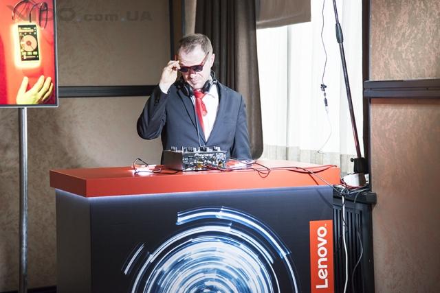 Компания Lenovo выводит на украинский рынок мобильные устройства Motorola