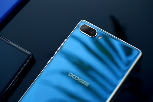 Компанія DOOGEE відкрила представництво в Україні та представила смартфон MIX