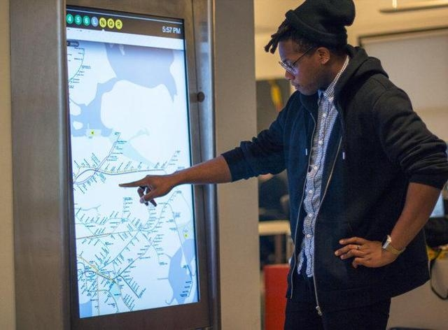 В подземке Нью-Йорка установят сенсорные дисплеи. А вам слабо?