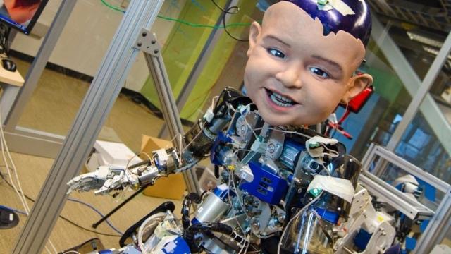 Робот с лицом младенца помогает в изучении детской психологии