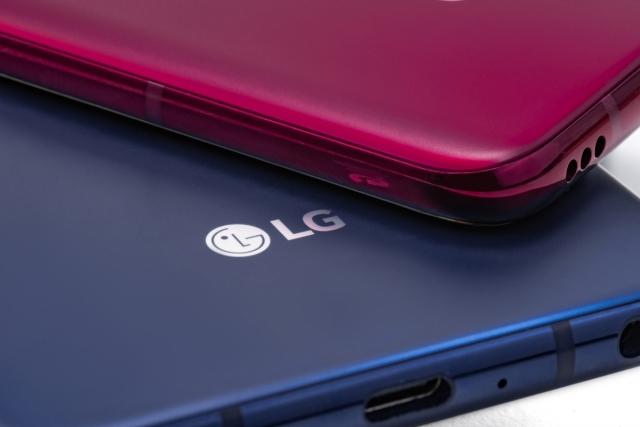 Смартфон LG V40 THINQ з п'ятьма камери