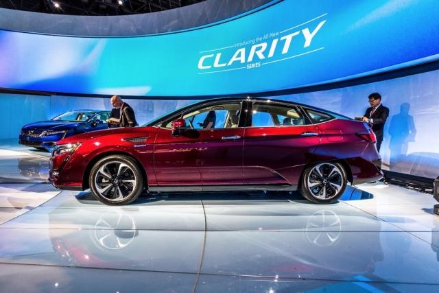 Honda представила електромобіль Clarity Electric та гібрид Clarity Plug-In Hybrid