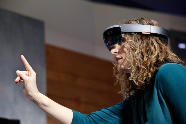 HoloLens и удивительный мир виртуальной реальности в новых роликах от Microsoft