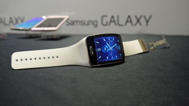 Часы Samsung Gear A могут выйти в трех моделях, как Apple Watch